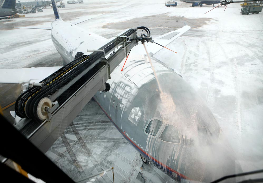 United-Airlines-DeIcing